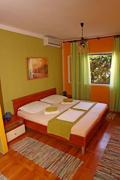 Villa Milton Hvar, Hvar, Croatia, Here to help you meet the world while staying at a hostel in Hvar