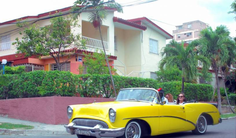 Hostal Aptofive - Get cheap hostel rates and check availability in Alturas del Vedado 10 photos