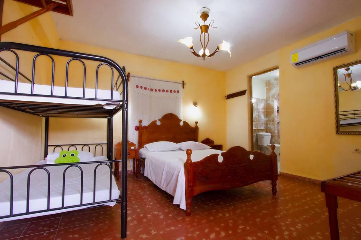 Hostel Noel y Nury, Trinidad, Cuba, Mejor alternativa albergue reserva sitio en Trinidad