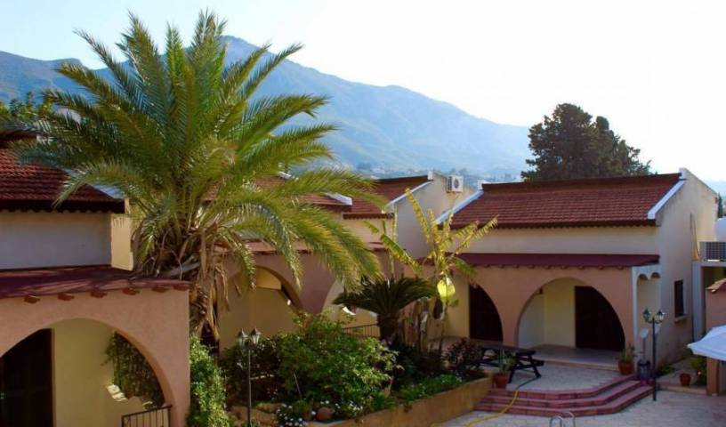Five Fingers Holiday Bungalows - Get cheap hostel rates and check availability in Ozankoey 4 photos