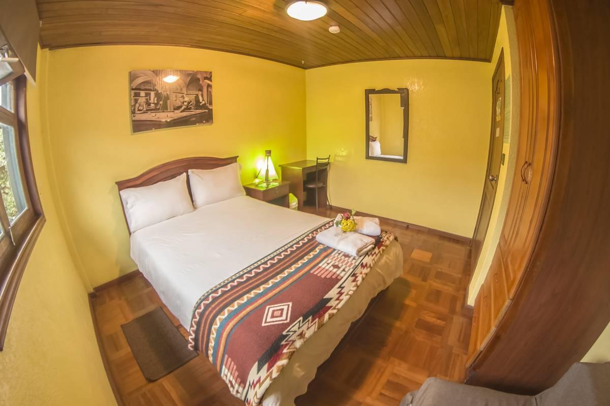 La Casa del Molino Blanco Bedandbreakfas, Banos, Ecuador, hostel bookings for special events in Banos