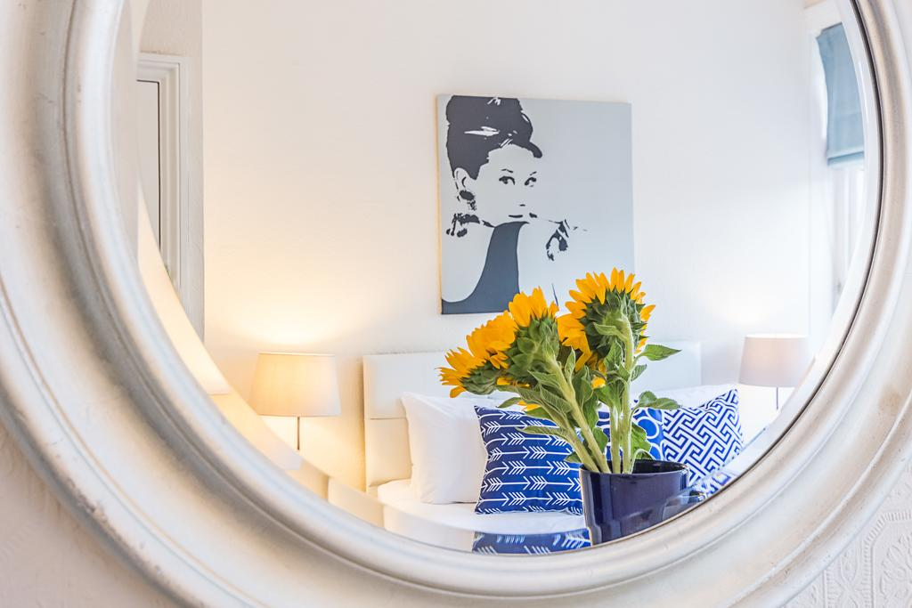 Bright West Kensington Flat, City of London, England, England hostels and hotels