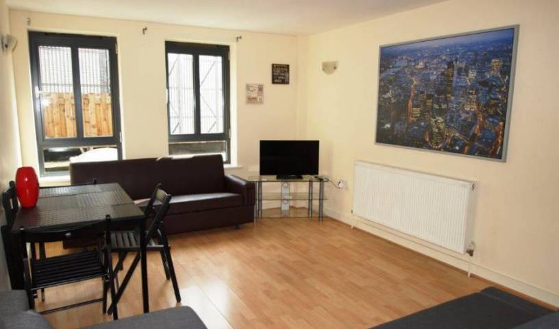 Luxury 2 Bedroom Flat - Search for free rooms and guaranteed low rates in North London 9 photos