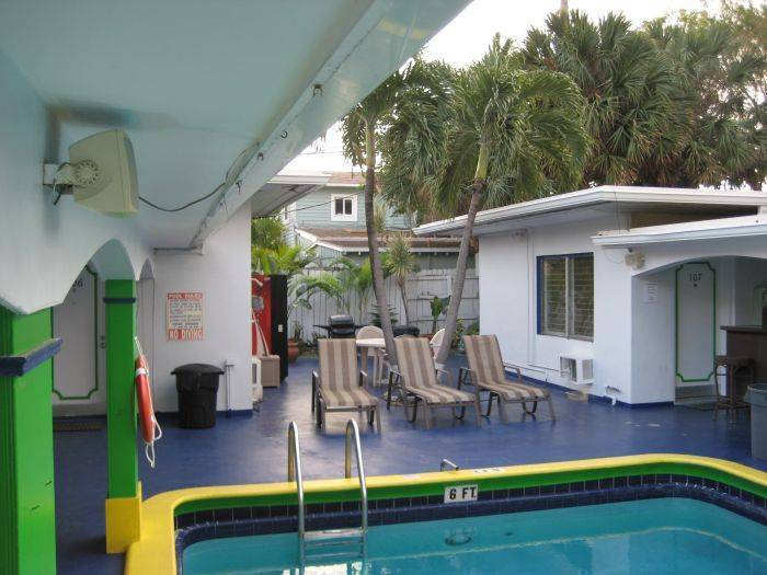 Deauville Hostel and Crewhouse, Fort Lauderdale, Florida, Florida hostels and hotels