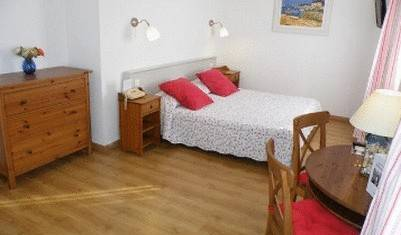 Le Clos Des Pins - Search available rooms and beds for hostel and hotel reservations in Six-Fours-les-Plages 9 photos