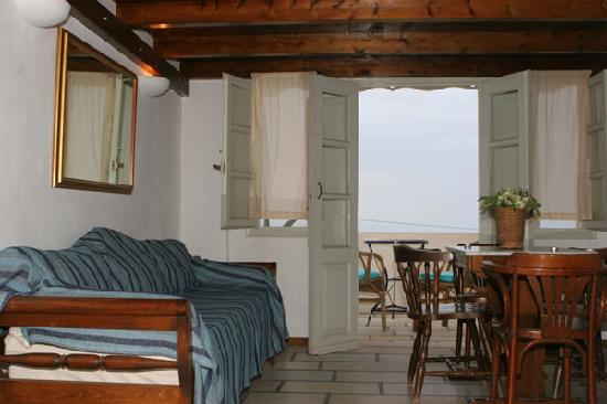 Casa Francesca, Santorini, Greece, local tips and recommendations for hostels, motels, backpackers and B&Bs in Santorini