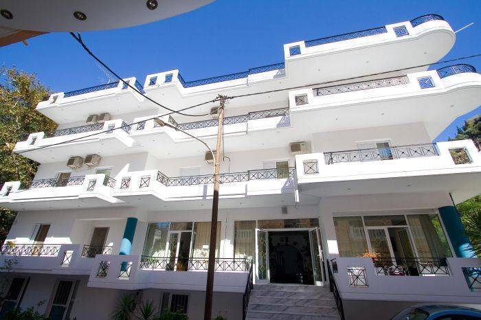 Pagona, Loutra Aidhipsou, Greece, today's hot deals at hostels in Loutra Aidhipsou