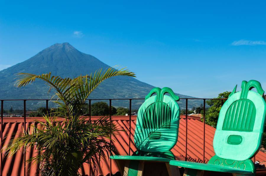 Hotel and Gallery Uxlabil, Antigua Guatemala, Guatemala, what is a backpackers hostel? Ask us and book now in Antigua Guatemala