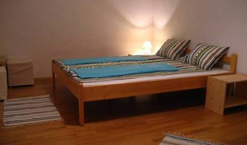 Bell Hostel and Guesthouse - Search for free rooms and guaranteed low rates in Budapest 5 photos