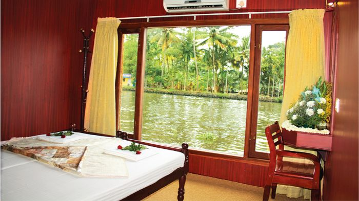 Cosy Houseboats, Alleppey, India, explore things to see, reserve a hostel now in Alleppey