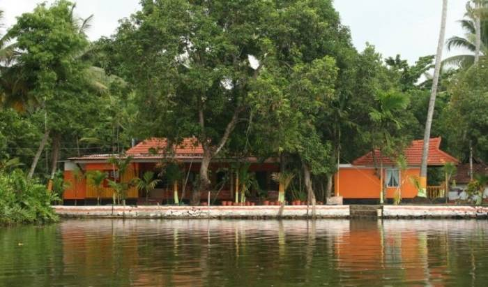 Bay Homes - Search available rooms and beds for hostel and hotel reservations in Alleppey 2 photos