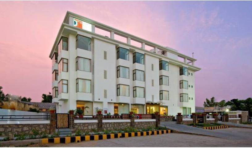Clarks Inn - Search available rooms and beds for hostel and hotel reservations in Alwar 4 photos