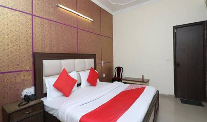 Free Airport Drop Stay at Mayank, affordable guesthouses and pensions in Delhi, India 10 photos