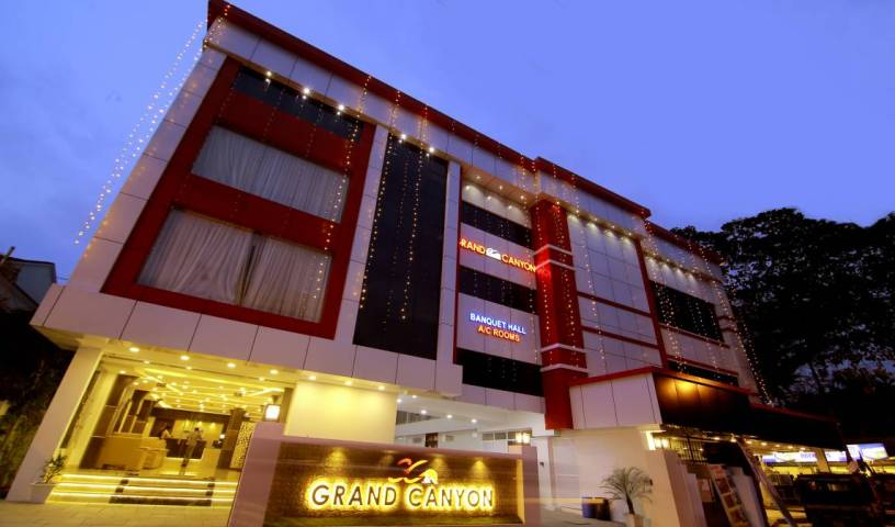 Grand Canyon Fortkochi - Search available rooms and beds for hostel and hotel reservations in Ernakulam 14 photos
