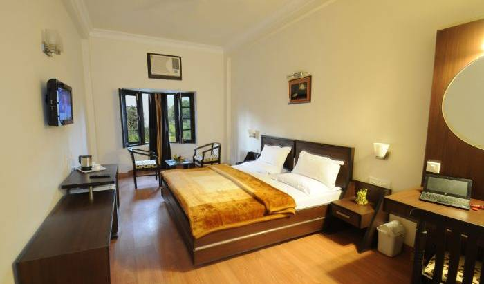 Hotel Hong Kong Inn - Search available rooms and beds for hostel and hotel reservations in Amritsar 2 photos