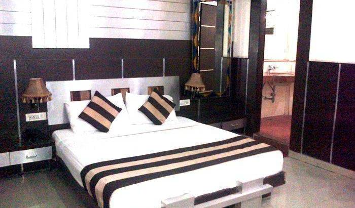 Hotel Spb 87 - Search for free rooms and guaranteed low rates in Karol Bagh 15 photos