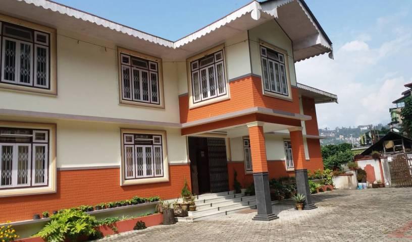 Maha Laxmi Niwas Farmhouse Homestay -  Gangtok, bed and breakfast holiday 4 photos