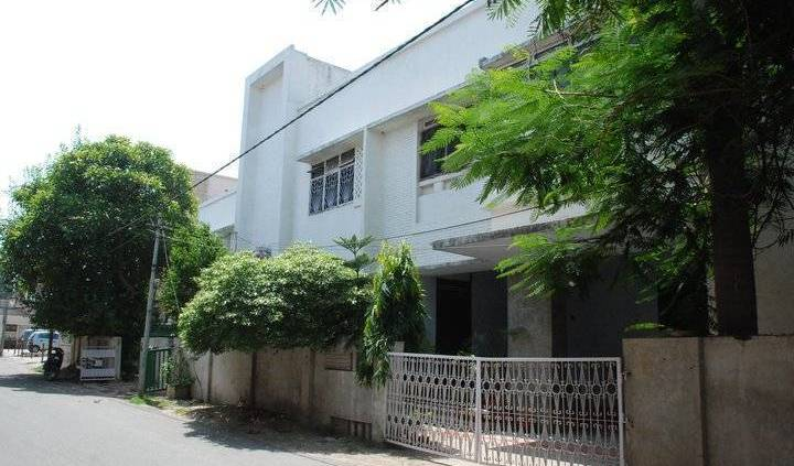 Redline Service Apartment - Search available rooms and beds for hostel and hotel reservations in Benares 5 photos