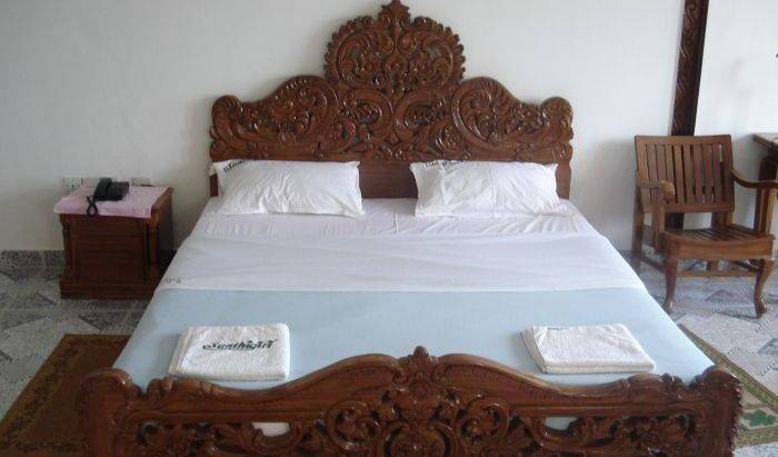 Shirleys Beach - Search for free rooms and guaranteed low rates in Thiruvananthapuram 5 photos