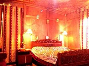 Golden Flower, Srinagar, India, alternative bed & breakfasts, hotels and inns in Srinagar