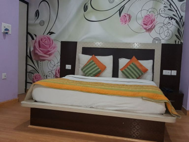 Hotel Green View Palace, Noida, Uttar Pradesh, India, compare prices for hostels, then book with confidence in Noida, Uttar Pradesh