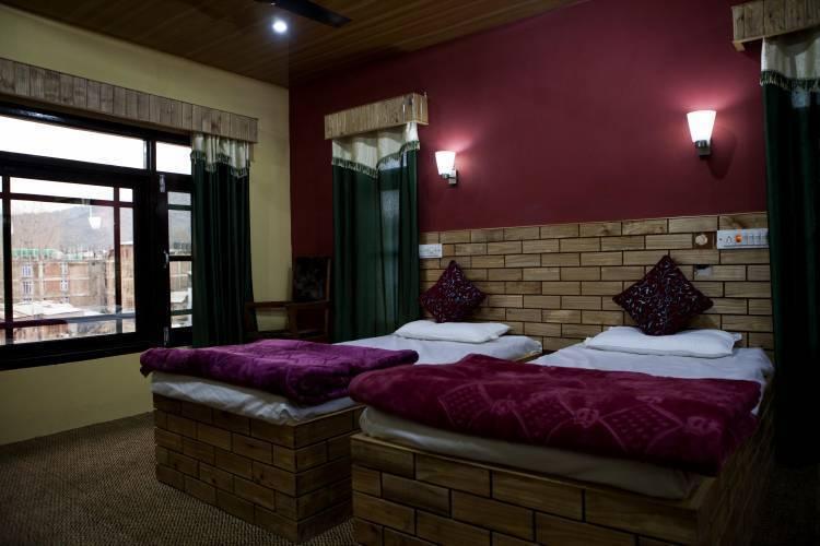 Hotel Kashmir Inn, Srinagar, India, cheap deals in Srinagar
