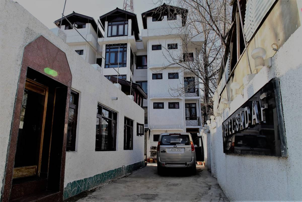 Hotel Sadaf, Srinagar, India, pet-friendly bed & breakfasts, hotels and inns in Srinagar