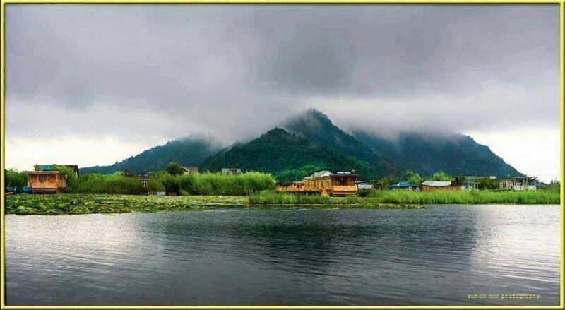 Houseboat Khan Palace, Srinagar, India, India bed and breakfasts and hotels