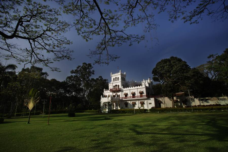 Jayamahal Palace Hotel, Bengaluru, India, how to select a hostel in Bengaluru