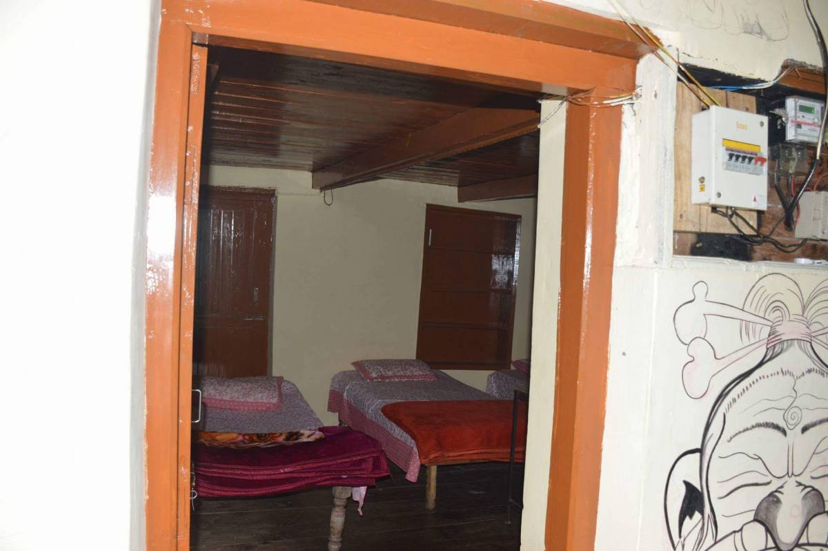 Vatika Hostel, Manali, India, Cama & Desayunos con habitaciones con vista al mar en Manali