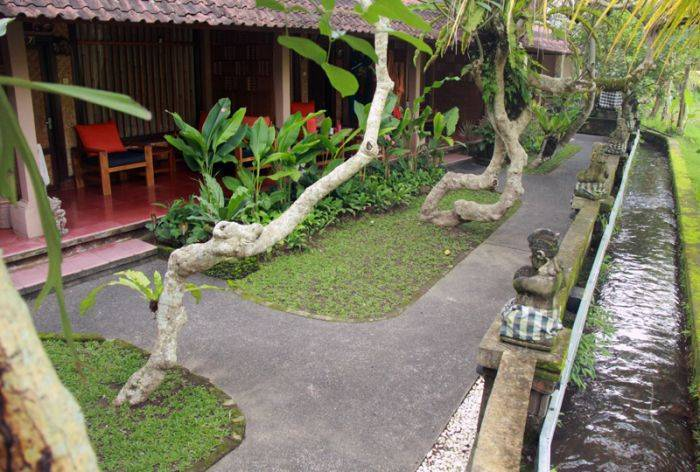 Jati Home Stay, Ubud, Indonesia, miten valita hostelli tai backpackers majoitus sisään Ubud