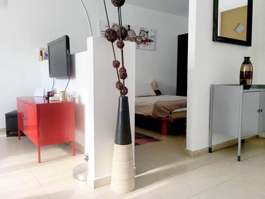 Beautiful Stylish Lft in Tel Aviv Centre, Tel Aviv, Israel, bed & breakfasts available in thousands of cities around the world in Tel Aviv