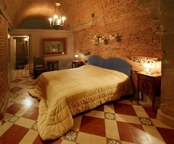 Alle Bifore Guest House, Lucca, Italy, youth hostels and backpackers for sharing a room in Lucca