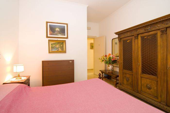 Amari 38 Bed and Breakfast, Rome, Italy, best hostel destinations in North America and Europe in Rome