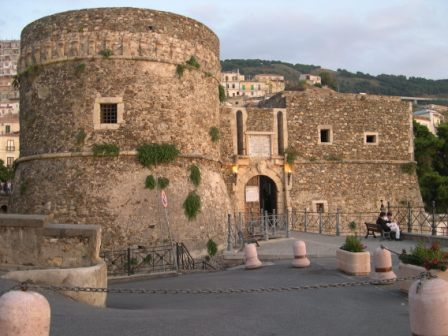 Bed Breakfast Casa Armonia Calabria, Pizzo Calabro, Italy, live like a local while staying at a hostel in Pizzo Calabro