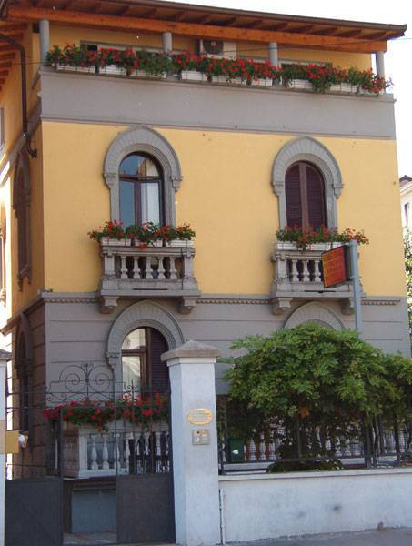 Bed in Milano, Milan, Italy, Italy hostels and hotels