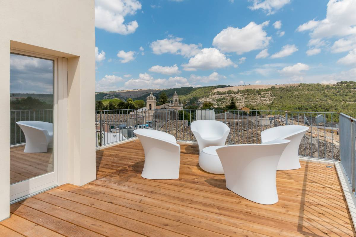 BnB Terrazza Dei Sogni, Ragusa Ibla, Italy, youth hostels and backpackers for fall foliage in Ragusa Ibla
