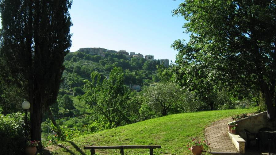 Country House Villa Pietro Romano, Castel Madama, Italy, bed & breakfasts with air conditioning in Castel Madama