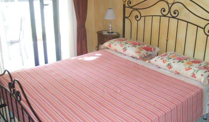 Alejandra Bed and Breakfast - Get cheap hostel rates and check availability in Alghero 9 photos