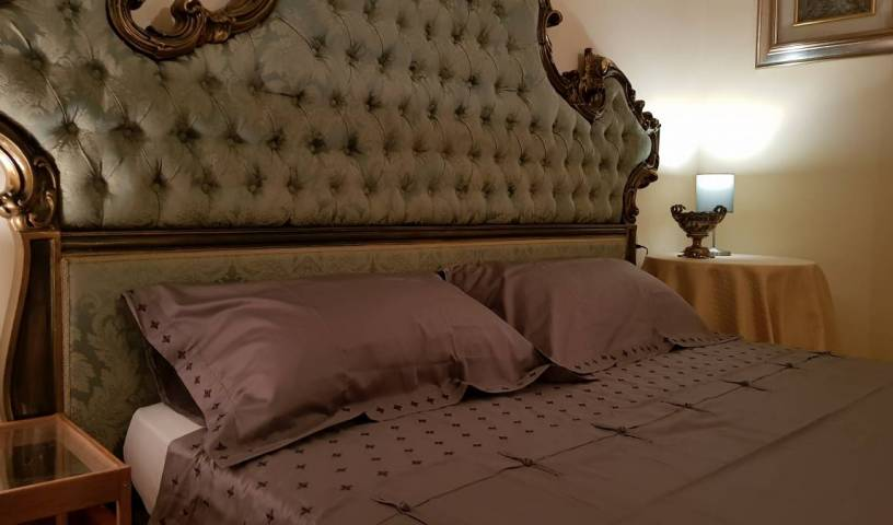 Gran Suite Piazza Maggiore - Search for free rooms and guaranteed low rates in Bologna 6 photos