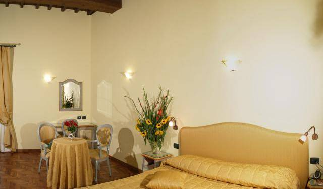 Residenza Della Signoria, how to book a bed & breakfast without booking fees in Florence (Firenze), Italy 7 photos
