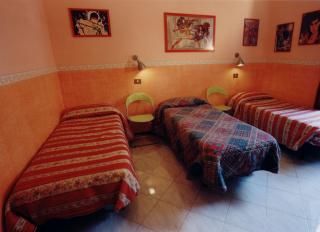 Duomo House, Florence, Italy, bed & breakfasts with handicap rooms and access for disabilities in Florence