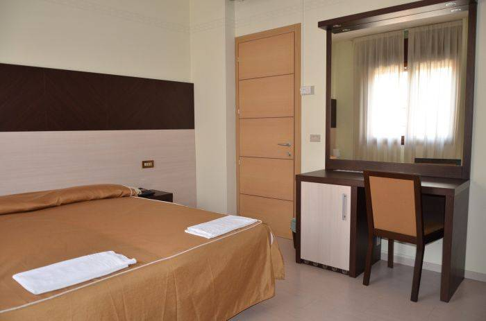 Hotel and Hostel Colombo For Backpackers, Venice, Italy, Italy bed and breakfasts and hotels
