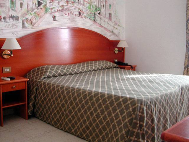 Nazional Rooms Bed and Breakfast, Rome, Italy, Italy hostels and hotels