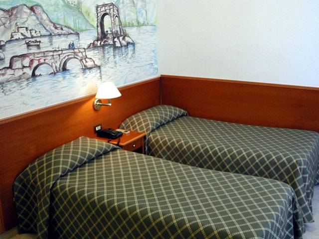 Nazional Rooms Bed and Breakfast, Rome, Italy, great hostels in Rome