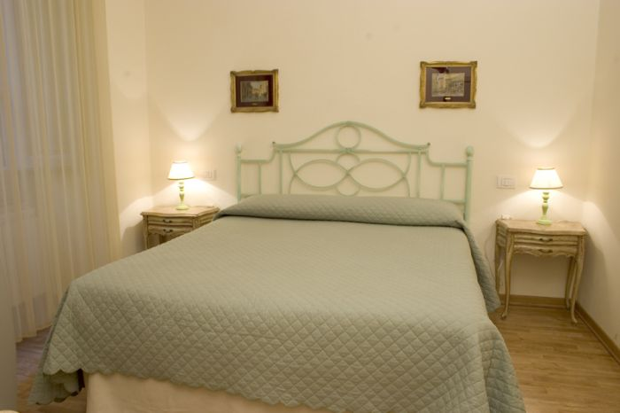 Relais Del Duomo, Florence, Italy, compare with famous sites for hostel bookings in Florence