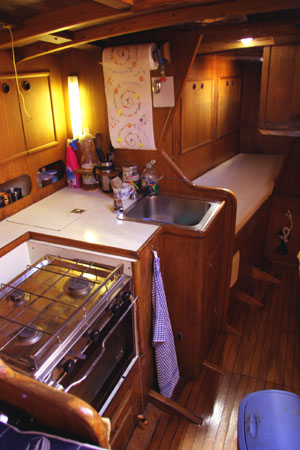 Sailing Yacht, Venice, Italy, backpackers and backpacking hostels in Venice