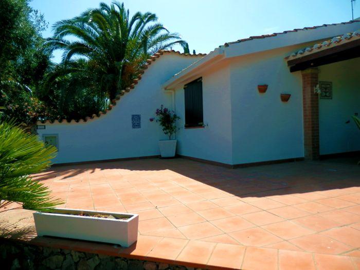Villa Tabarkina, Calasetta, Italy, low cost deals in Calasetta