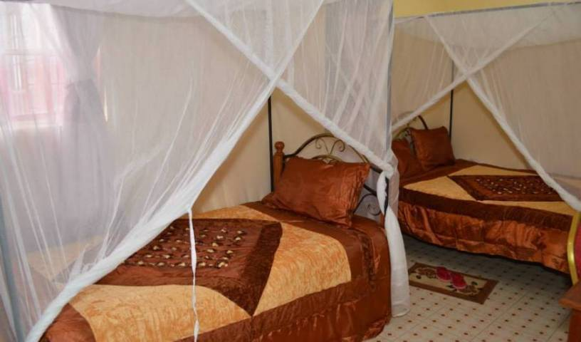 PEC Guest House, cheap bed and breakfast 10 photos