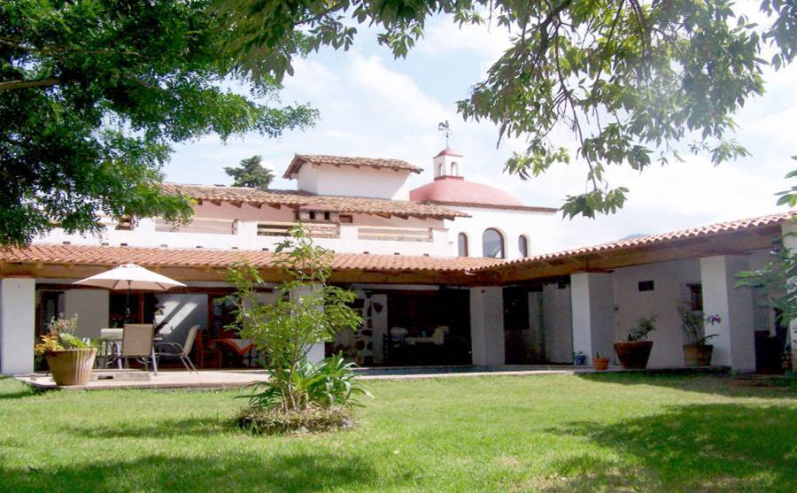 Casa de Huespedes Las Bugambilias, Malinalco, Mexico, how to choose a hostel or backpackers accommodation in Malinalco
